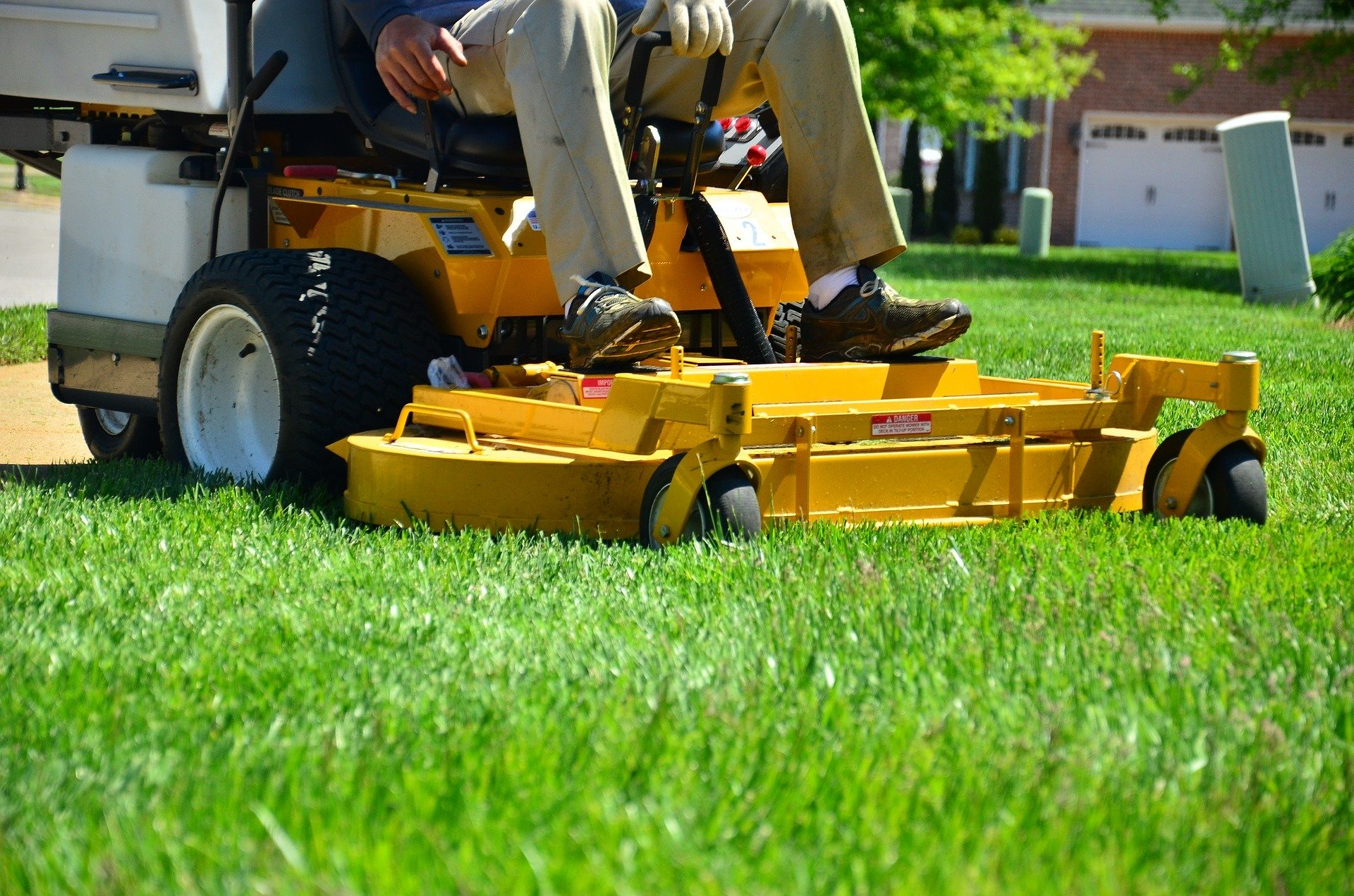 Home Lawn Maintenance - mowing